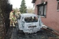 Tuinhuis, hottub, haag en  auto gaan in vlammen op