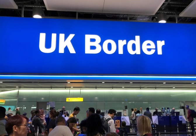 Verenigd Koninkrijk sluit deuren voor ongeschoolde en niet-Engelstalige migranten
