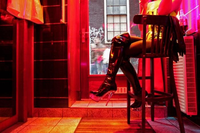 Amsterdam wil af van iconische Wallen en hordes respectloze 'kijktoeristen'