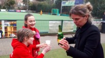 Hockey-meisjes U12 vieren van kanker genezen Marie