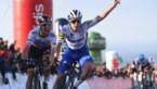 """Evenepoel wint in Ronde van de Algarve: """"Deze zege is voor Nikolas Maes en zijn vrouw"""""""