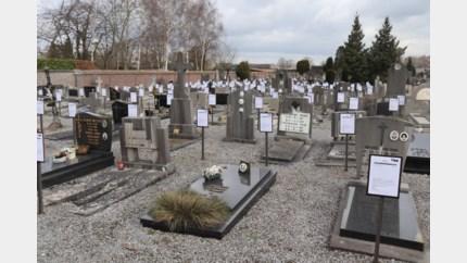 Onrust om bordjes aan 1.400 graven