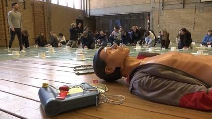Amper 10 procent overleeft hartstilstand: Hasseltse leerlingen volgen reanimatie