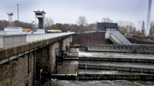 Stakers bezetten sluis in Hasselt