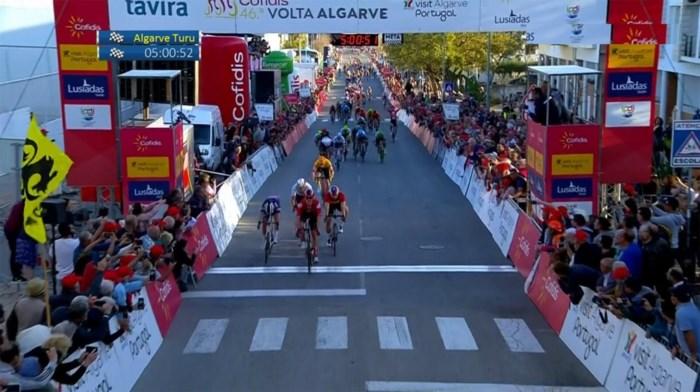 Cees Bol snelste in Ronde van de Algarve, Remco Evenepoel blijft leider