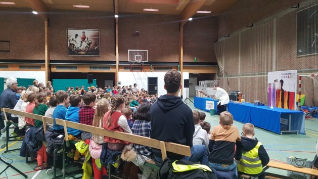 1.841 Hasseltse leerlingen genieten van boeiende wetenschapsshows