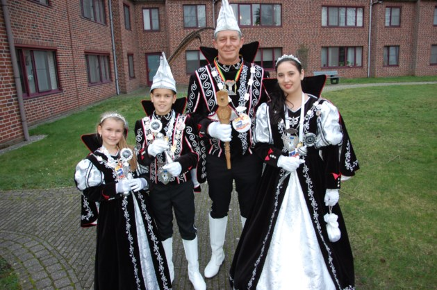 Nieuwe scepter voor Prins Carnaval en Stijn Coninx is ere-Zonneridder