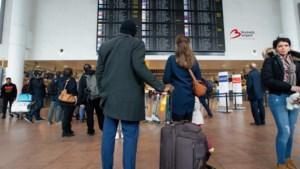Vakantie van start met acties op Zaventem: wachtrijen en foto's van aanslag