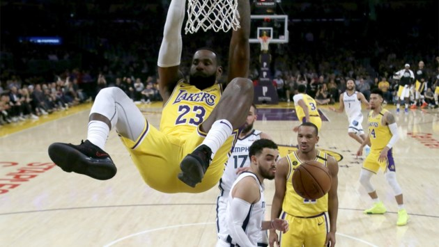 NBA. LA Lakers doen uitstekende zaak met winst tegen Memphis en verlies van Denver