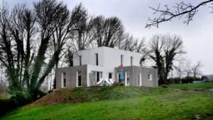 Dit huis in Sint-Truiden kost 49.500 euro. Je moet het wel zelf demonteren