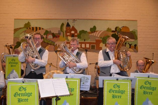 Muzikanten van Os Genüge zorgen voor 'Blaosgenüge'
