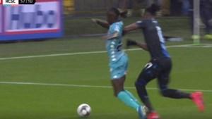 """Club na discutabele goal en niet gefloten penalty: """"Wij hebben ook al pech gehad met de ref"""""""