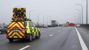Tijsmanstunnel in Antwerpen volledig versperd door ongeval met vrachtwagens