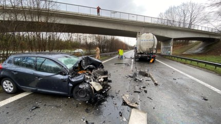 Verkeersproblemen na botsing tussen auto en vrachtwagen op E313 in Hoeselt