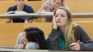 """Vlaamse jongeren slapen te weinig: """"Verontrustend"""