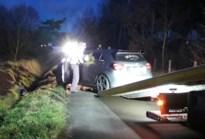 Auto in gracht, bestuurder spoorloos