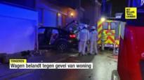 Ravage na zware crash in Vreren: BMW zit klem tussen garagepoort en gevel