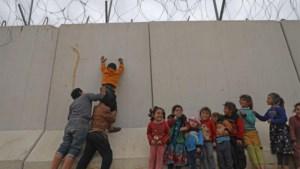 """Turkse functionaris: """"Turkije laat Syrische vluchtelingen door naar Europa"""""""