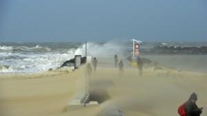 Storm Jorge is daar: rukwinden tot 90 kilometer per uur