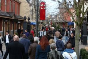 Roemenen stelen kleding, juwelen en kerstdecoratie bij Maasmechelen Village