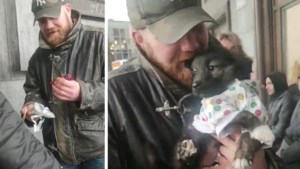 Brusselse dakloze krijgt puppy cadeau van twintigers omdat zijn oude hond werd gestolen
