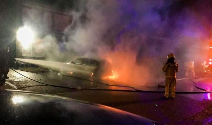 Een van de twee autobranden in Lanaken vermoedelijk aangestoken