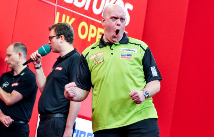 Van Gerwen maakt publiek helemaal wild met nine-darter in UK Open
