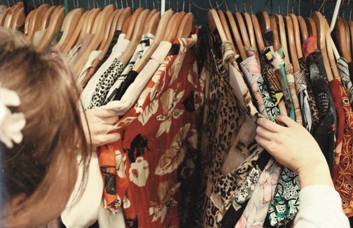 """""""Begin met basics en durf combineren"""": Zo shop en draag je de beste vintage"""