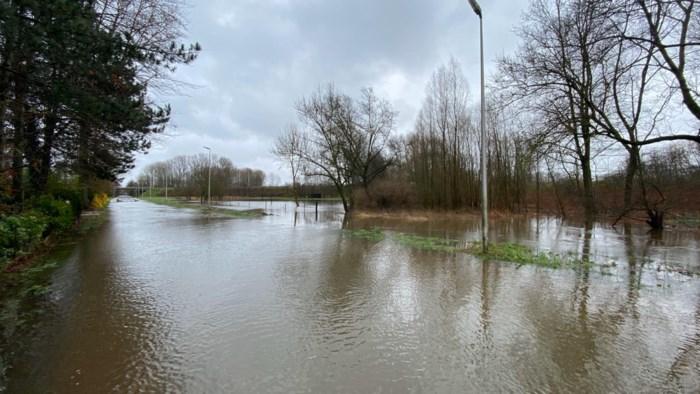 Aanhoudende regen zorgt voor problemen op wegen, in tuinen en kelders