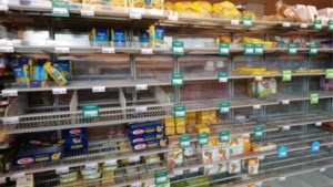 """Ook Nederland hamstert, maar premier Rutte is duidelijk: """"Stop daarmee, er is voedsel genoeg"""""""