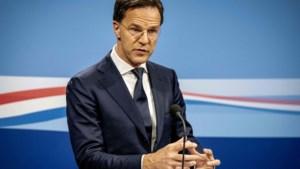 """Premier Rutte spreekt Nederland toe: """"Groot deel van de bevolking zal besmet raken"""""""