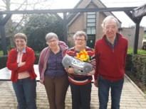 Limburg leeft mee met ouderen: tekeningen, bloemen, verzoekplaten en balkonconcert