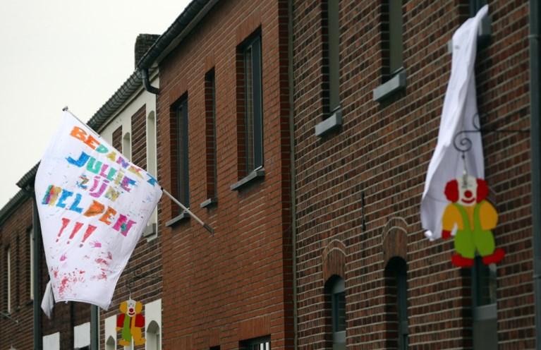 Limburg hangt massaal witte lakens uit raam en geeft daverend applaus voor zorgsector