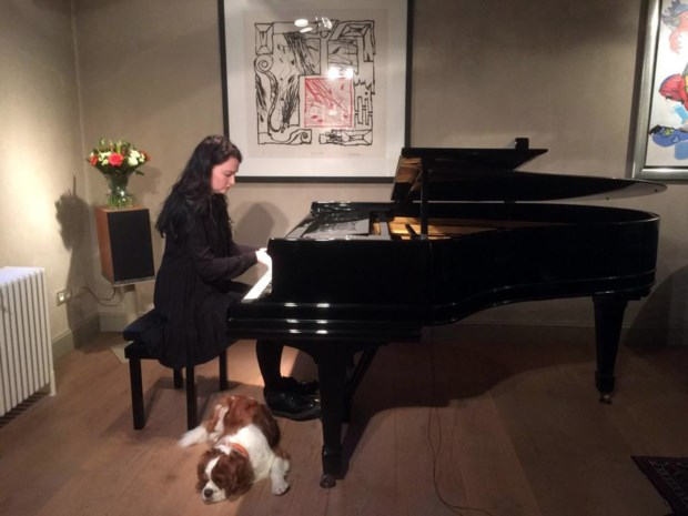 """Ekselse pianiste streamt concert: """"Ineens 3.400 kijkers, zelfs uit Australië"""""""
