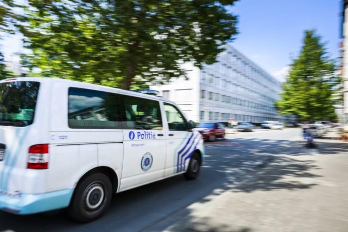 Politie beboet kapper in Beringen met vier klanten achter gesloten deuren