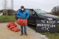 Boer verkoopt noodgedwongen aardappelen langs de weg