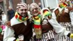 Carnavalisten in Lanaken schenken snoepgoed aan politie- en hulpdiensten