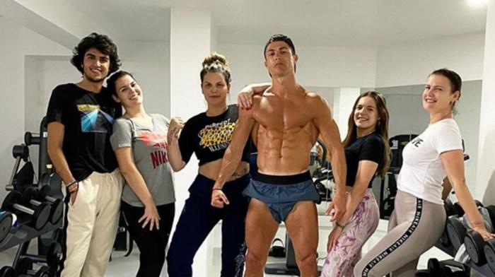 Zo scherp als een… Ronaldo: ook in volle coronacrisis laat Cristiano zijn buikspieren niet rusten