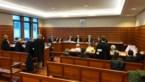"""Nog te veel volk in de zittingszaal: """"Kom niet naar de rechtbank, alstublieft!"""""""