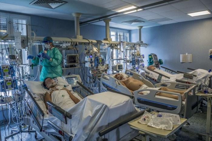Italiaanse 'patiënt 1' ontwaakt uit coma en hoort dan dat zijn vader overleed