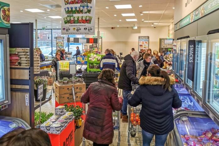 """Vakbonden willen supermarkten vroeger sluiten: """"Personeel is uitgeput"""""""