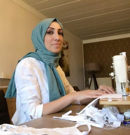 Hatice Baloglu maakt mondmaskers voor rusthuis Sporenpark