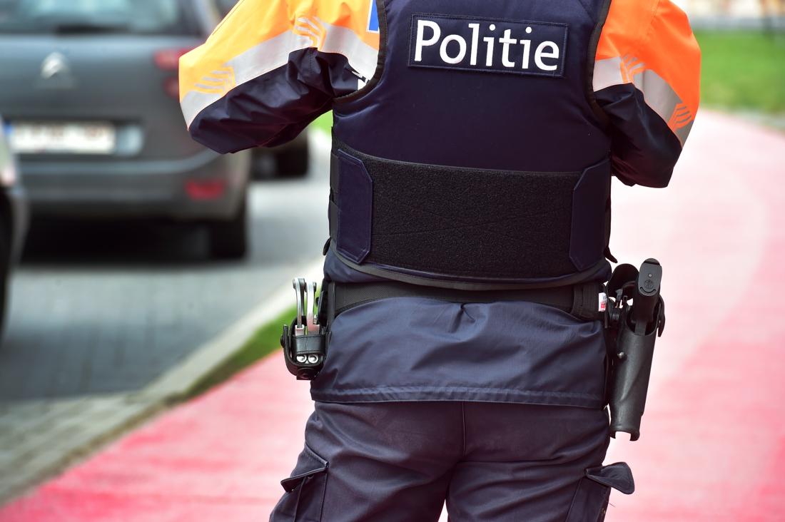Twee incidenten met agenten die bespuwd en in gezicht gehoest worden