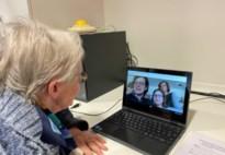 Gemeentelijke Basisscholen schenken laptops aan WZC De Motten