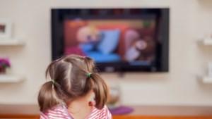"""Psychologe over thuiswerk: """"Schaam je niet als je kind paar uur tv kijkt"""""""