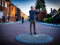 Riemst speelt en zingt massaal het Limburgs Volkslied op straat