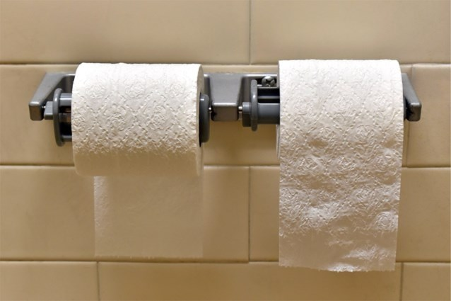 Twee epische discussies over toiletpapier: hoe hang je de wc-rol? En plooien of propje maken?