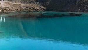 Waarom de politie het blauwe water van een toeristische attractie in Engeland zwart liet kleuren