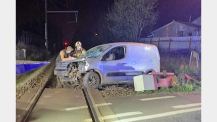 Bestuurder ramt slagboom aan overweg in Sint-Truiden