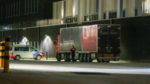Politie haalt vijf transmigranten uit oplegger aan politiekantoor in Hasselt